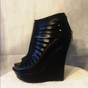 Black strapy platform wedges- NWOT
